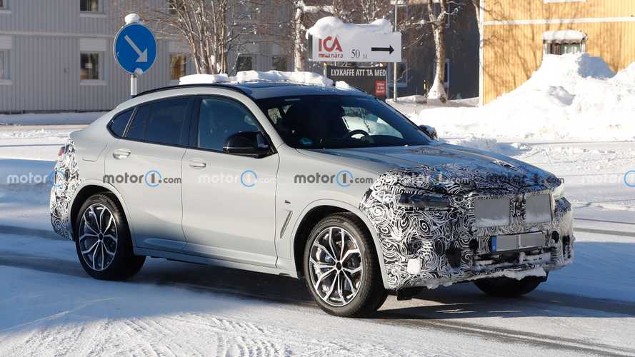 BMW X4 restyling, le nuove foto spia mostrano gli interni