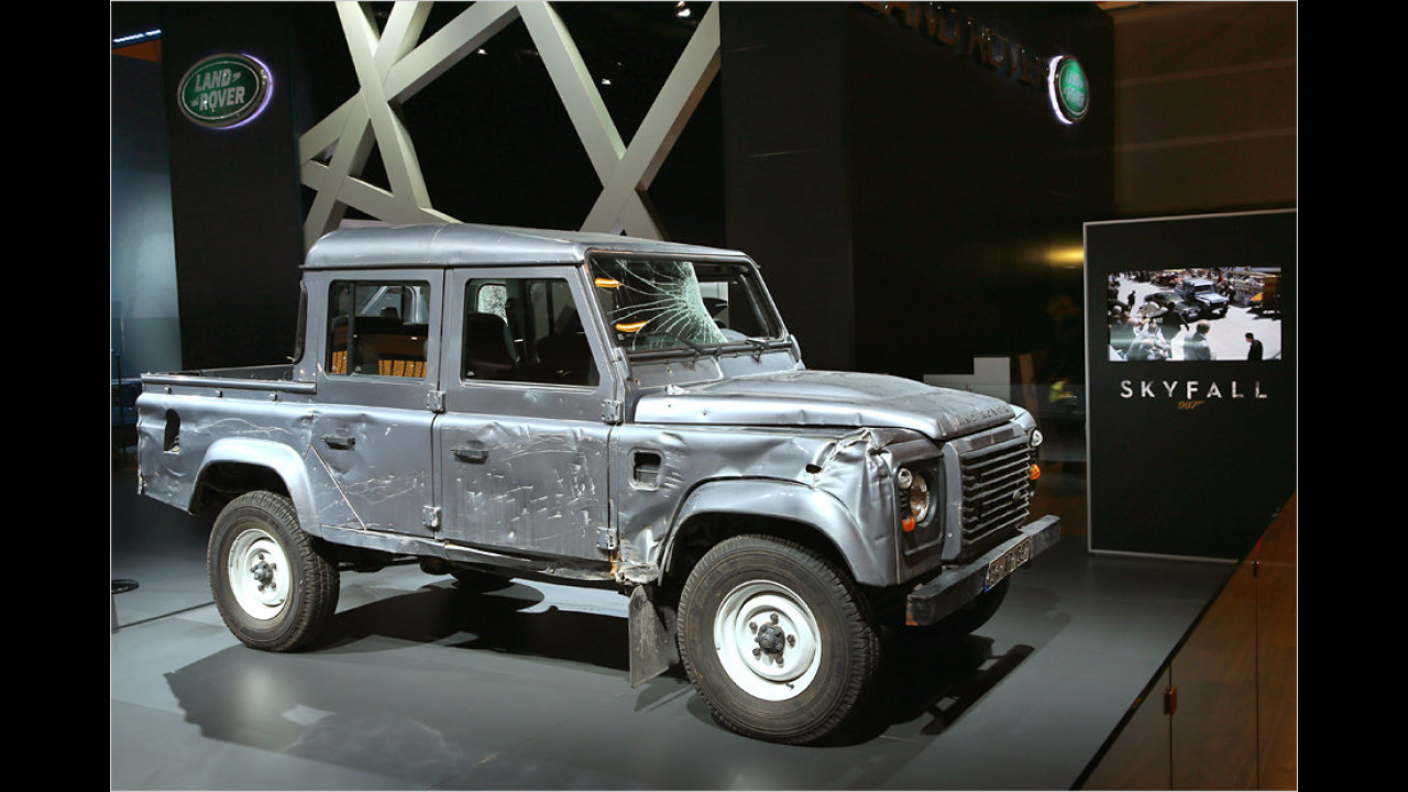 Skyfall (2012): Land Rover Defender