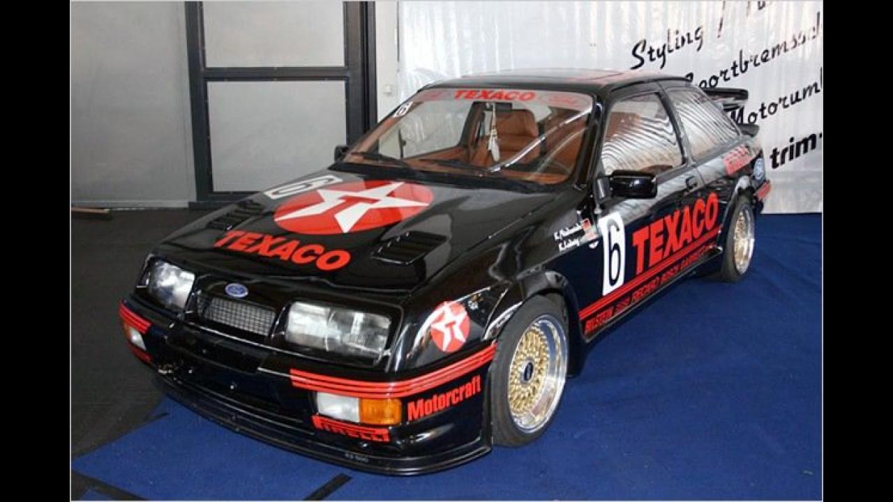 Zwei Klassiker aus vergangenen Zeiten: Ford Escort und Texaco