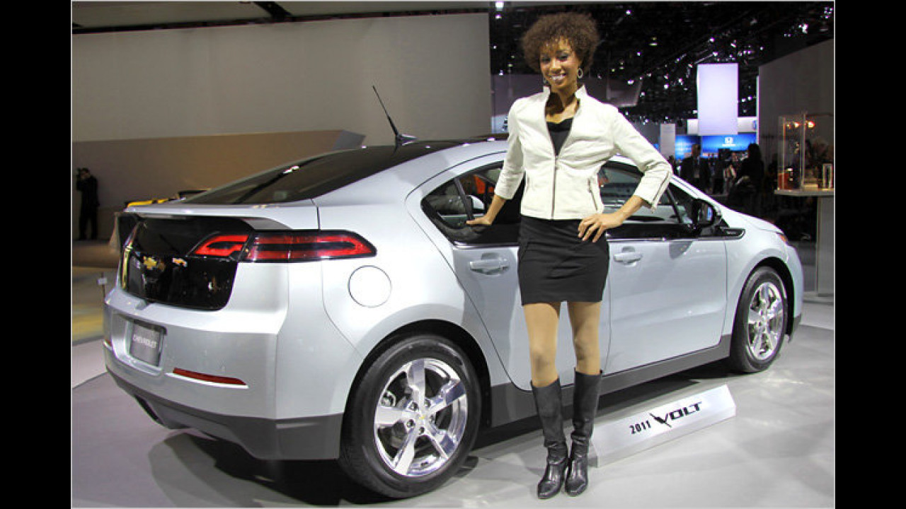 Upps, hat die Dame eine schlecht isolierte Stelle des Elektoautos angefasst ?!?