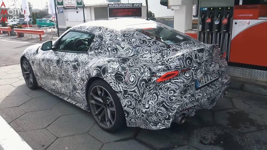 Yeni Toyota Supra'lar test sırasında yakıt alırken görüntülendi