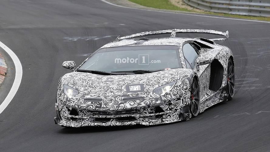 """Lamborghini Aventador SVJ'nin içi """"uzaklardan"""" görüntülendi"""