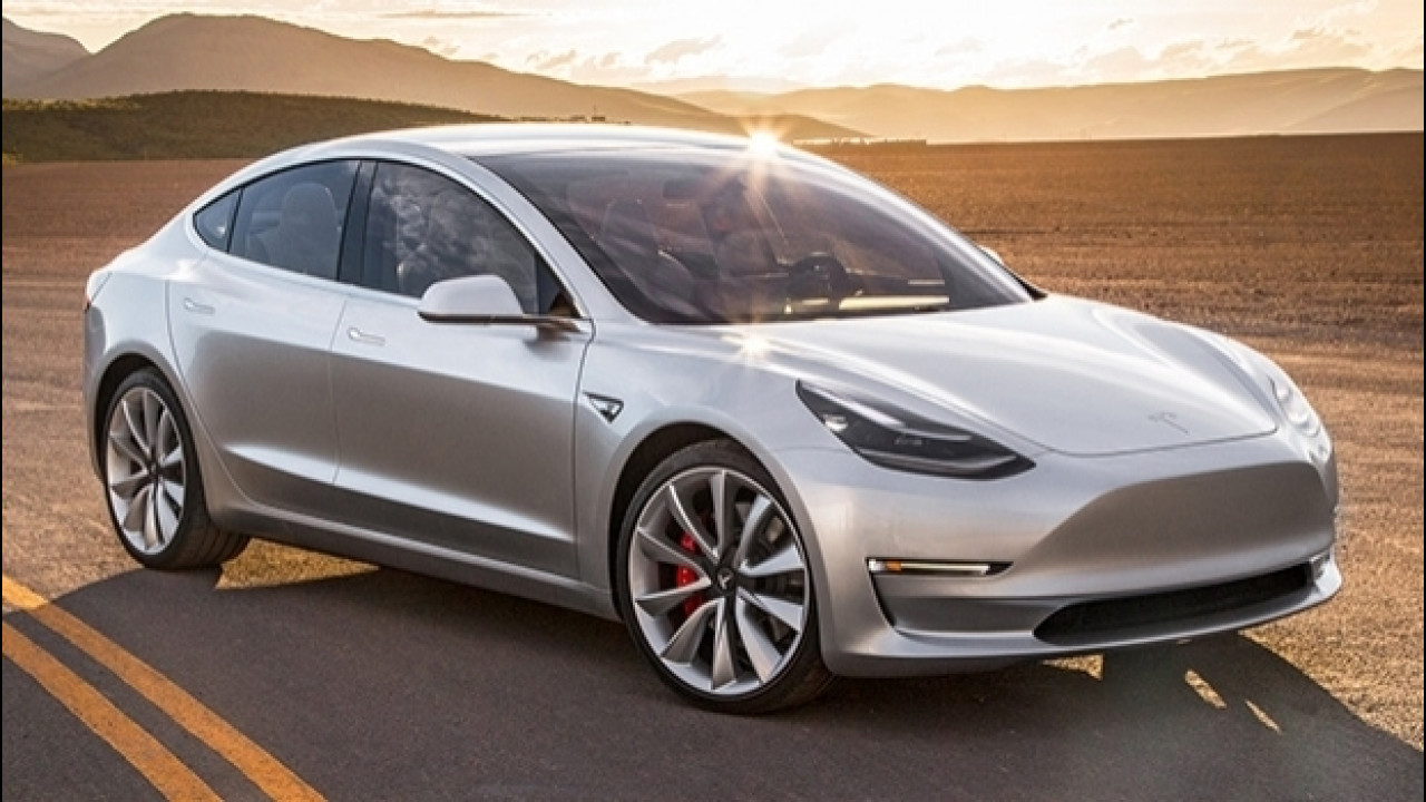 [Copertina] - Tesla Model 3, trazione posteriore e 75 kWh per cominciare