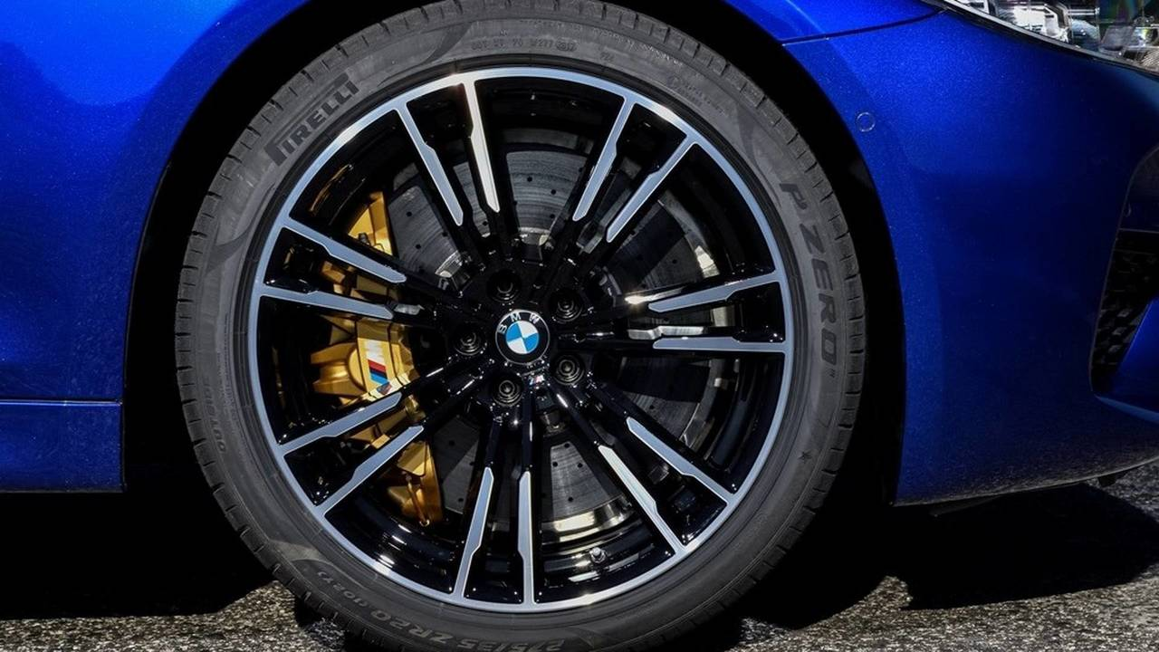 BMW M5 - Pirelli lastikleri