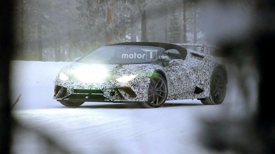 Lamborghini Huracan Spyder Performante, le foto spia sulla neve