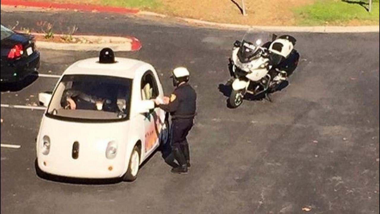 [Copertina] - Google Car, saprà riconoscere l'auto della polizia