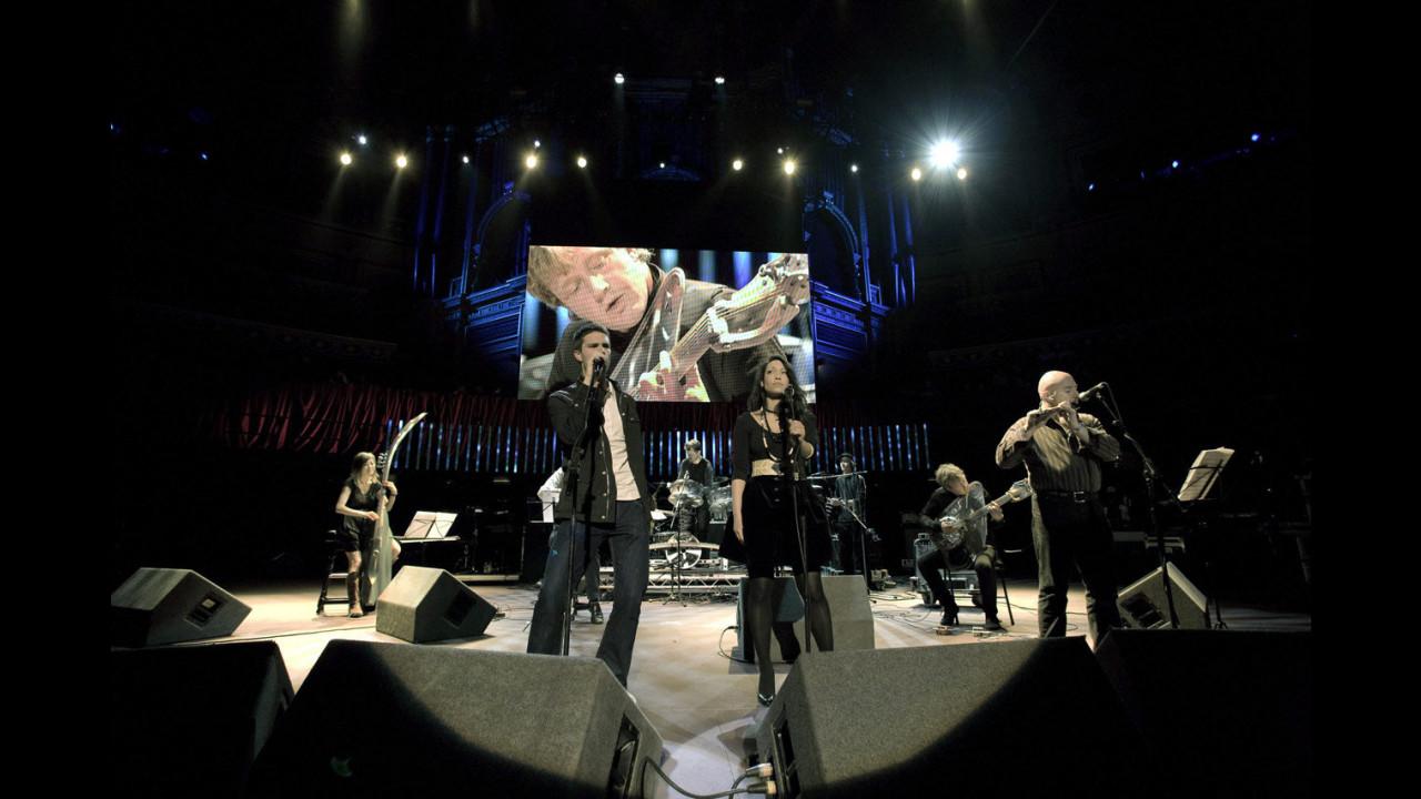 La musica di Ford con Genesis e The Who per beneficenza