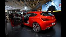 Opel GTC Paris Concept al Salone di Parigi 2010