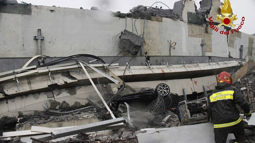 Il crollo del Ponte Morandi nelle immagini dei Vigili del Fuoco