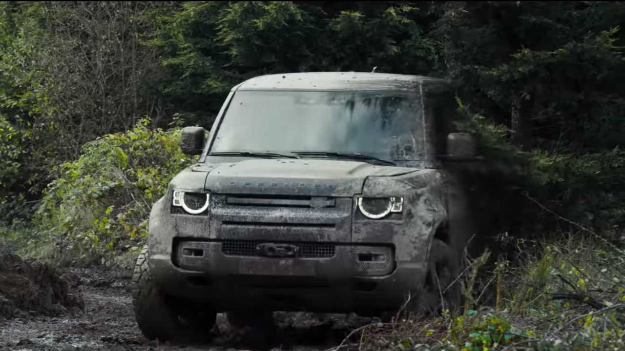 See 2020 Land Rover Defender Take Some Serious Abuse In New Ad - Motor1