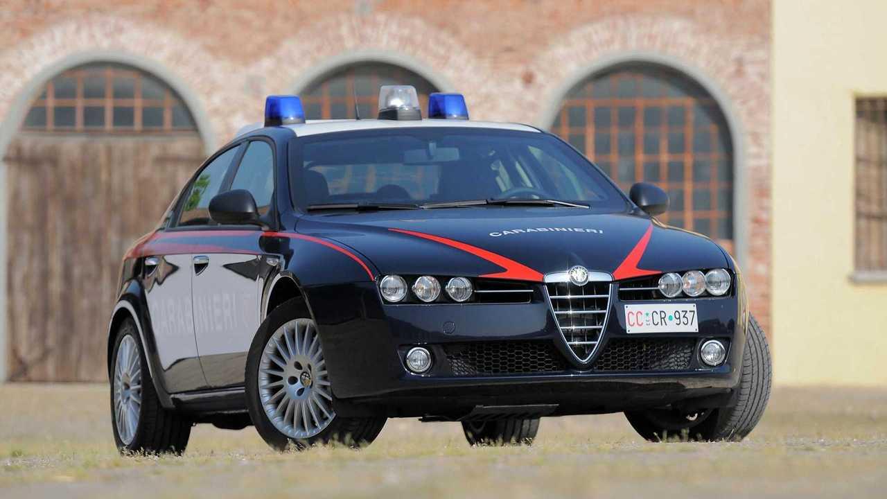 tutte le auto dei carabinieri