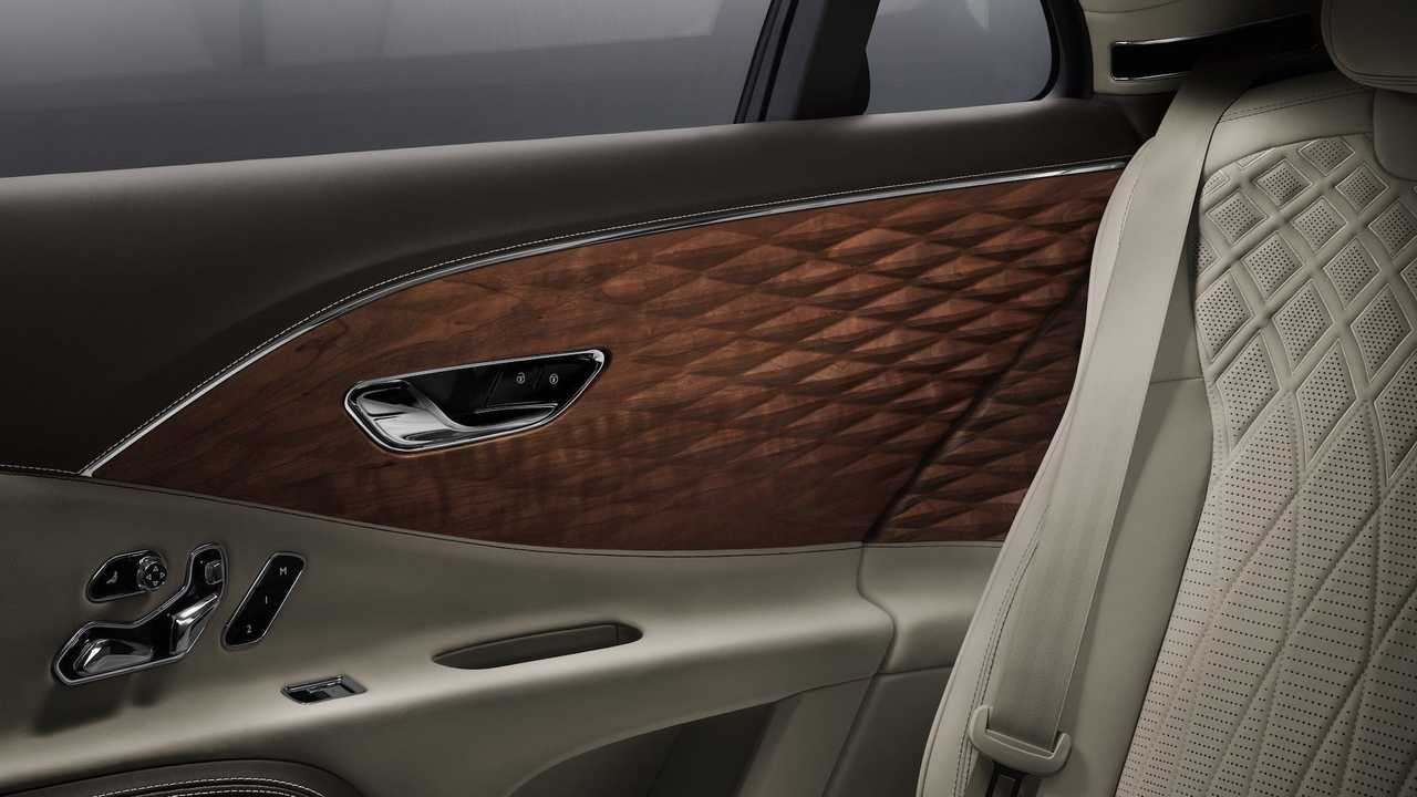 Bentley Flying Spur's 3D Wood Panels in the rear cabin shot in detail