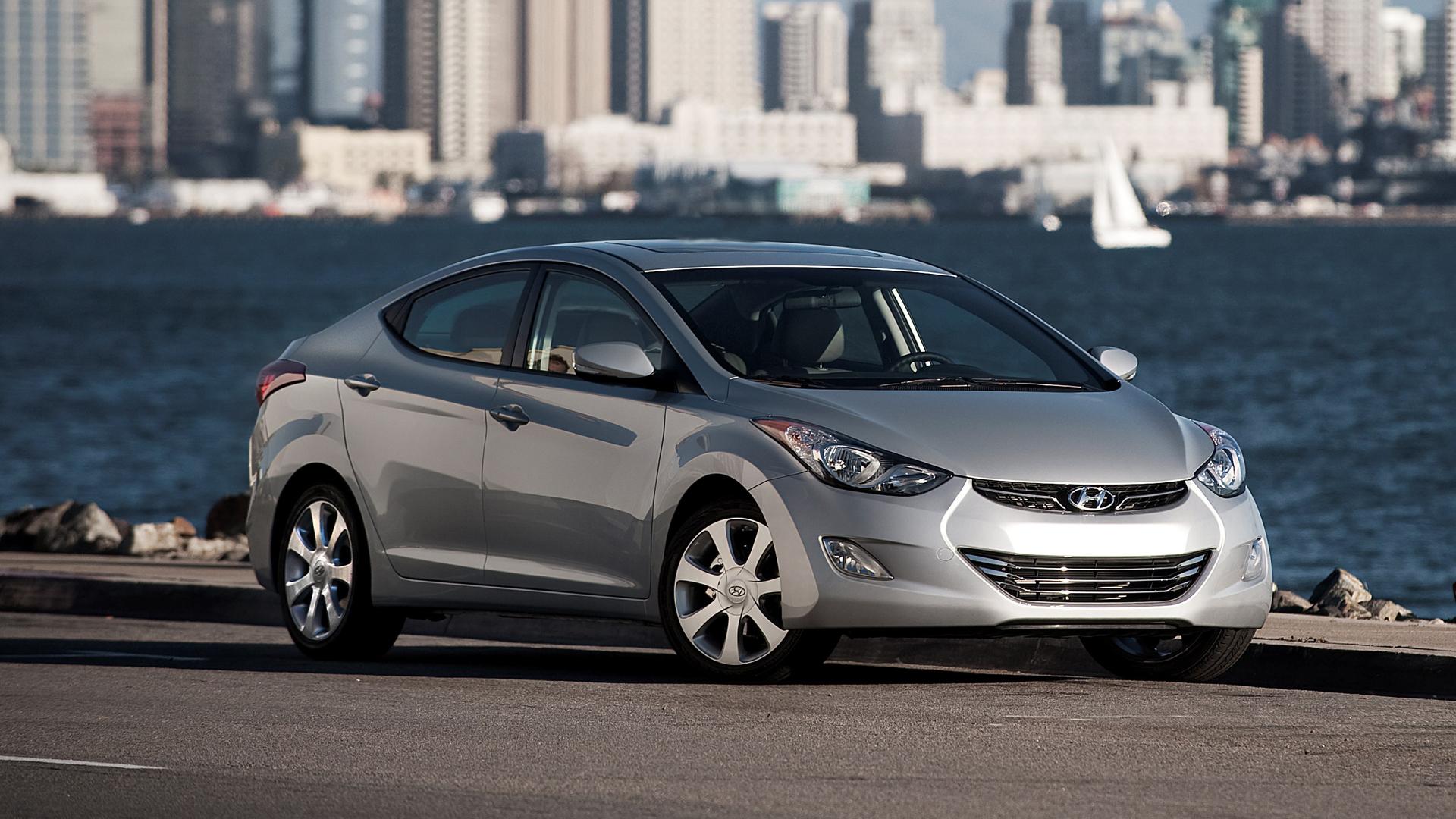 2013 Hyundai Elantra Recalled For Brake Lights That Don T Turn Off