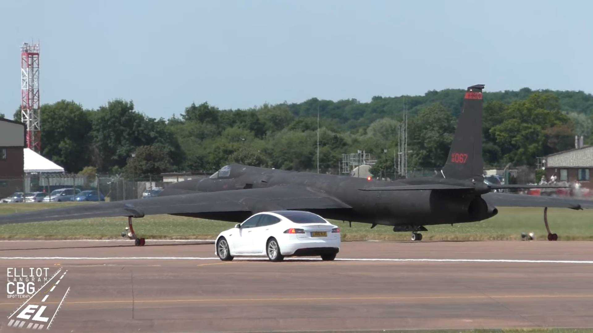 Tesla Model S works as RAF chase car for U-2S take-off