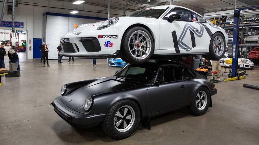 Íme egy Porsche 911-es, ami olyan erős, hogy egy másikat is elbír