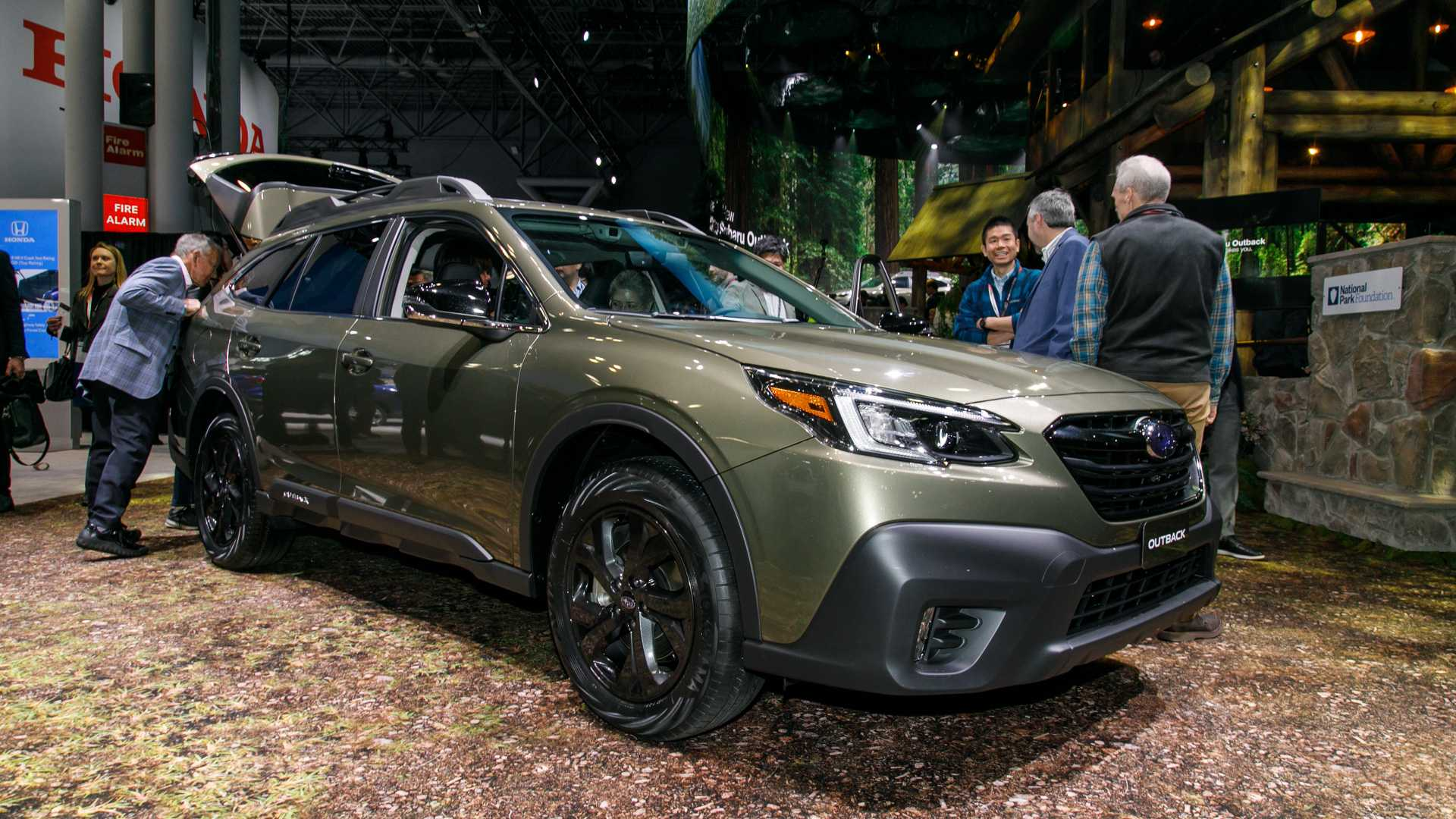 2021 Subaru Legacy Release Date, Redesign, Specs, And Colors >> 2020 Subaru Outback See The Changes Side By Side