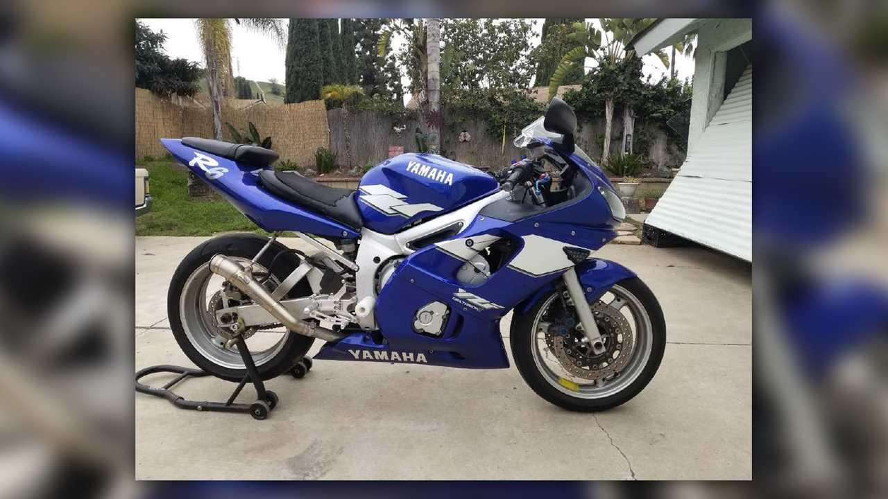 1999 Yamaha FZR600