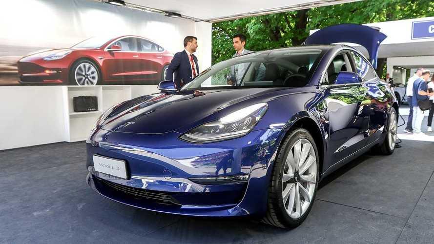 Tesla Model 3, al Parco Valentino debutta quella da 48.500 euro