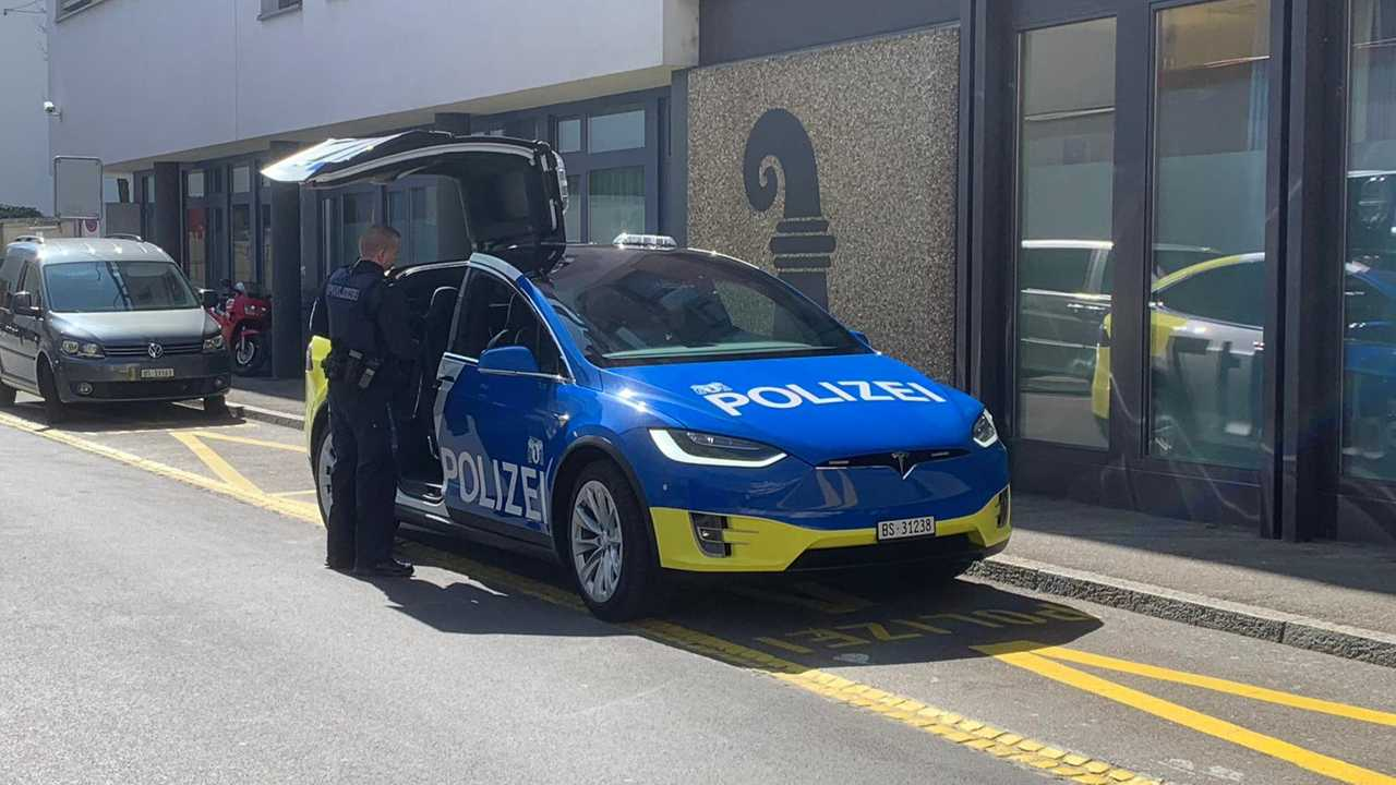 Tesla Model X police (Source: telebasel.ch)