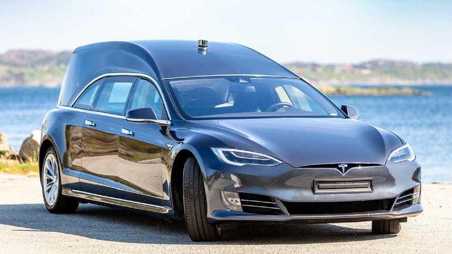 Auto elettriche, una Tesla Model S diventa carro funebre