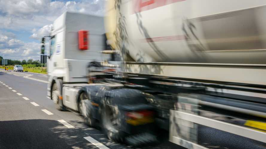 Sales of diesel HGVs should be banned from 2040, report claims