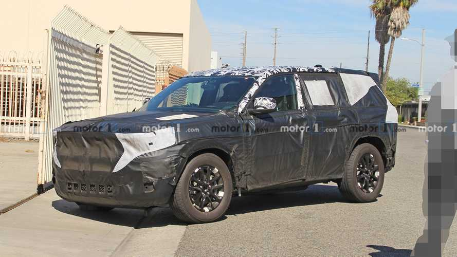 2021 Jeep Grand Cherokee Spied For The Very First Time
