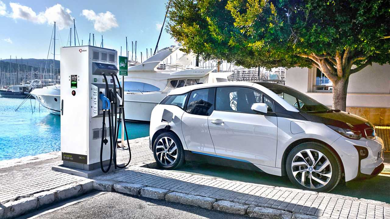 BMW i3 at Efacec fast charger