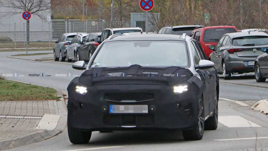 2020 Kia Ceed crossover spy photos