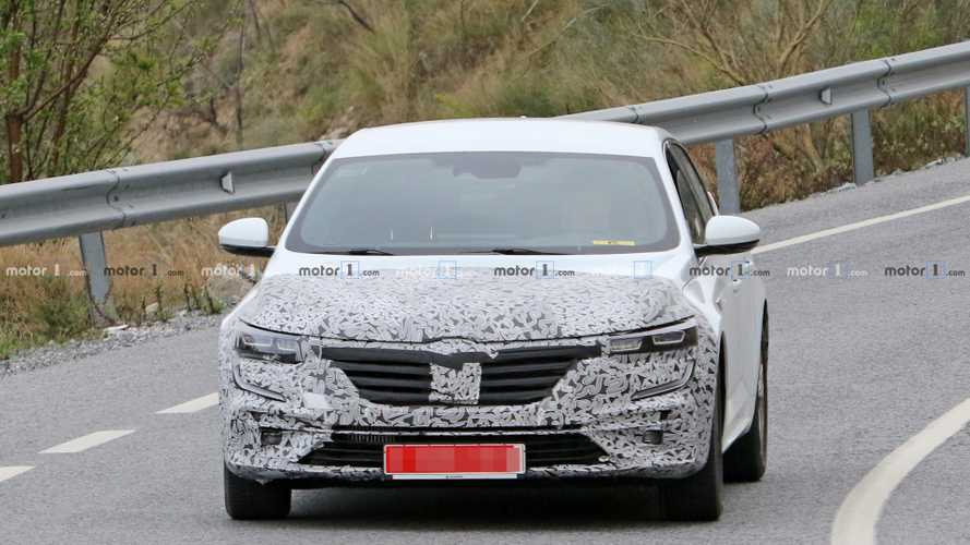 Renault Talisman facelift spy photos