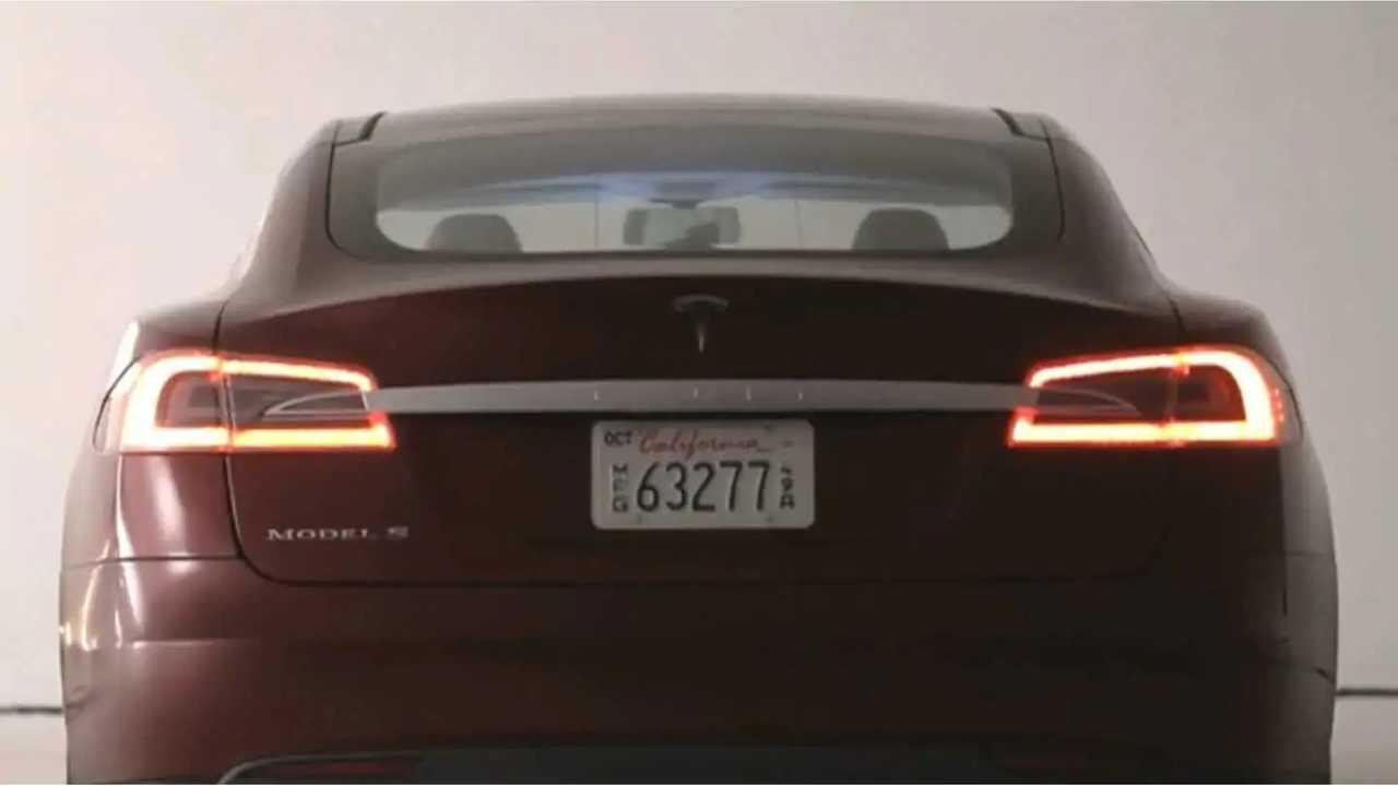 Tesla Model S, 2013 Yılın Motor Trend Otomobilini Kazandı (w / video)