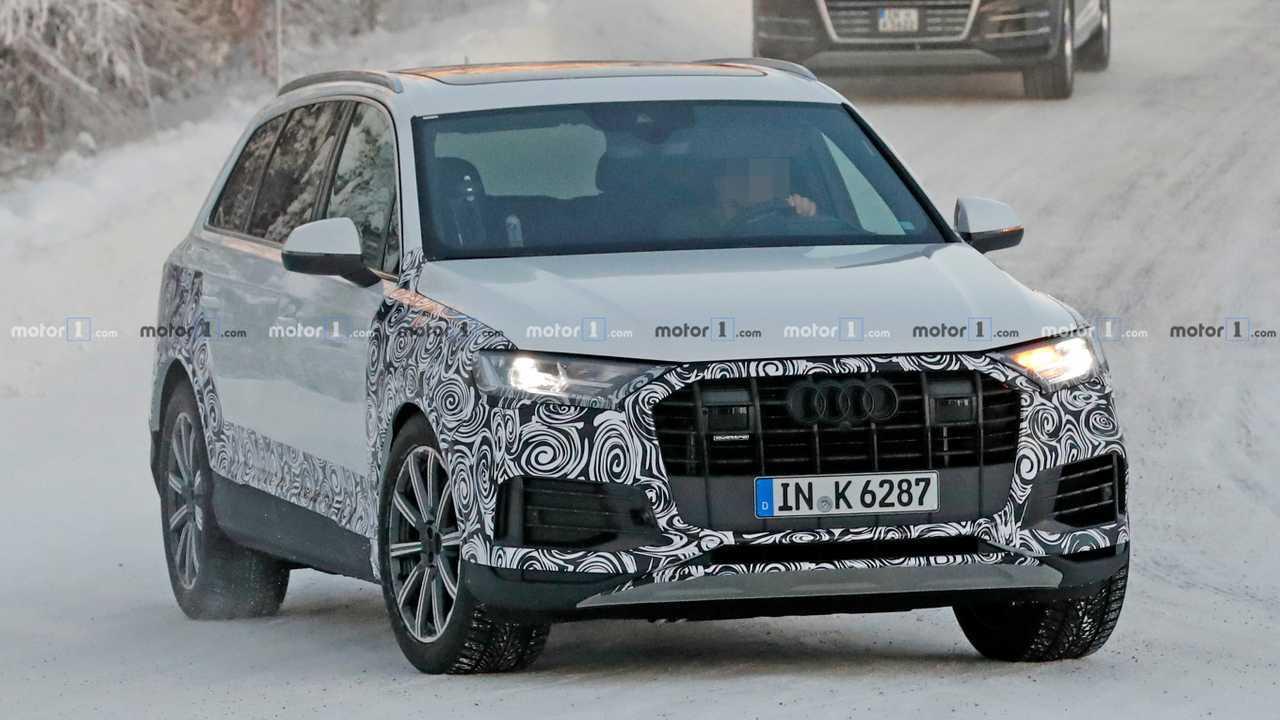 Audi Q7 Facelift Spy Photo