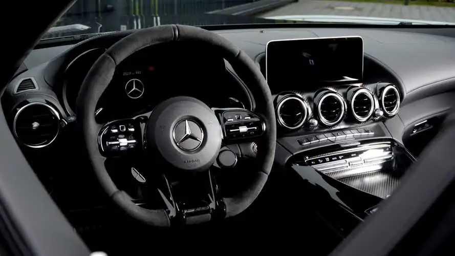 Akár 15 ezres leépítést is bejelenthet a héten a Daimler