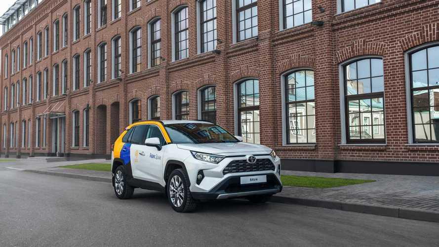 Toyota отправила россиян в «Яндекс» за RAV4