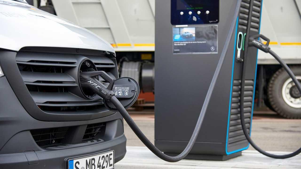 Mercedes-Benz eSprinter fast charging