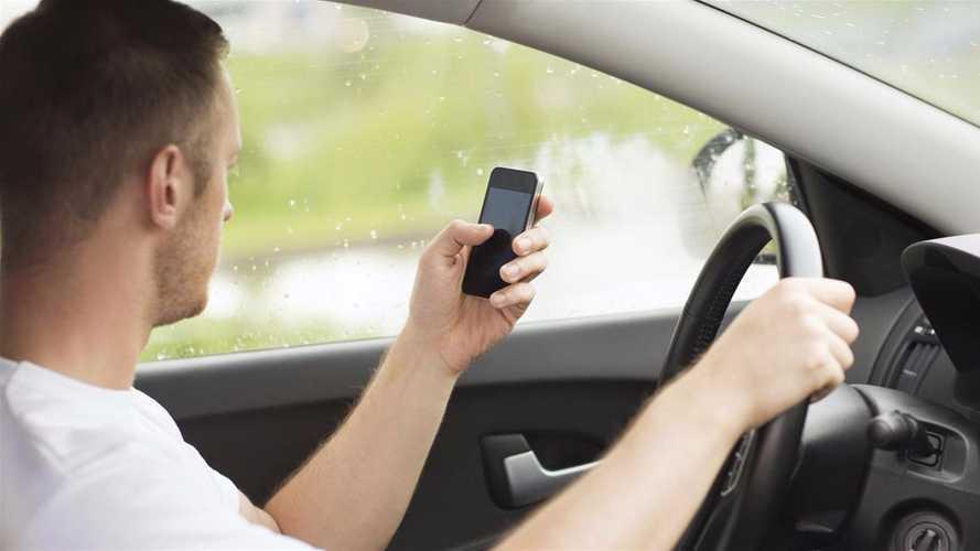 Téléphone au volant - Jusqu'à un an de suspension de permis !