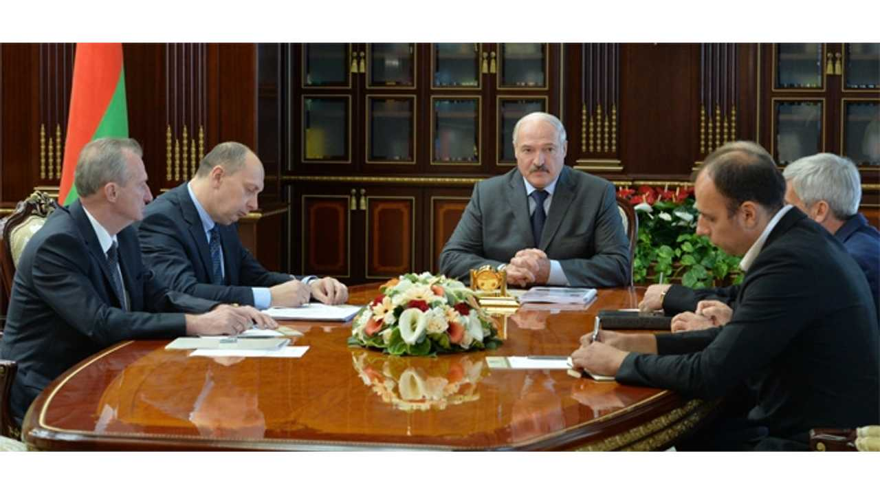 Belarus President Alexander Lukashenko has test-driven the latest Tesla Model S car and has instructed Belarusian developers of electric cars to strive for Tesla's standards.