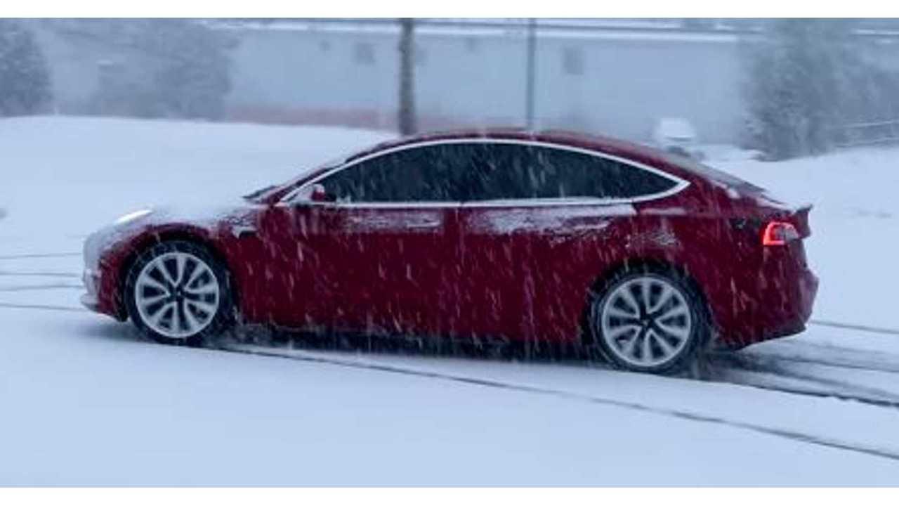 Tesla Model 3 snow 3