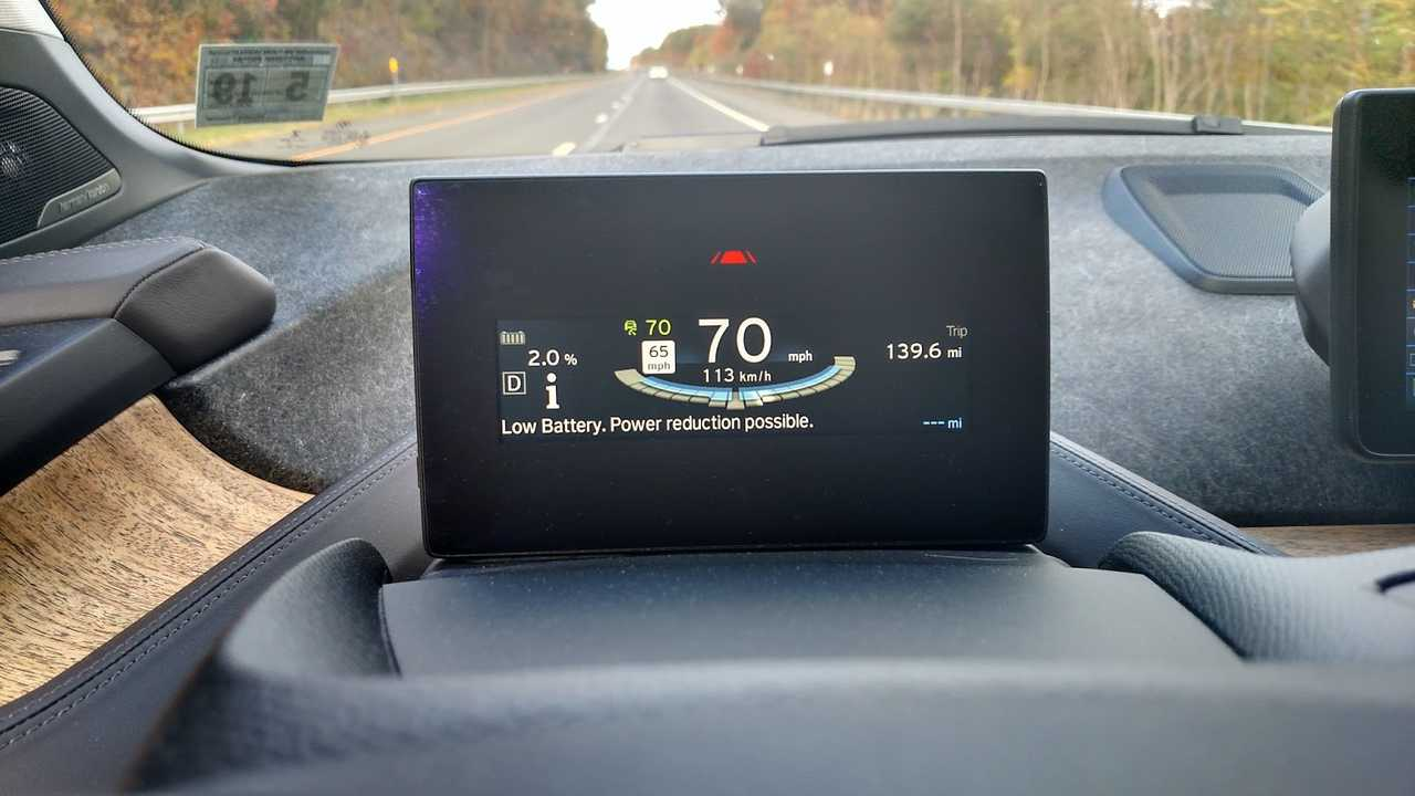 An audible warning and this visual alert comes on when the state of charge drops below 3%, warning the driver that reduced power is possible. You can also see the SOC display in the top left corner. That was also added to help the driver avoid reduced power mode. These warnings were added in 2015, slightly less than a year after the i3 launched in the US.