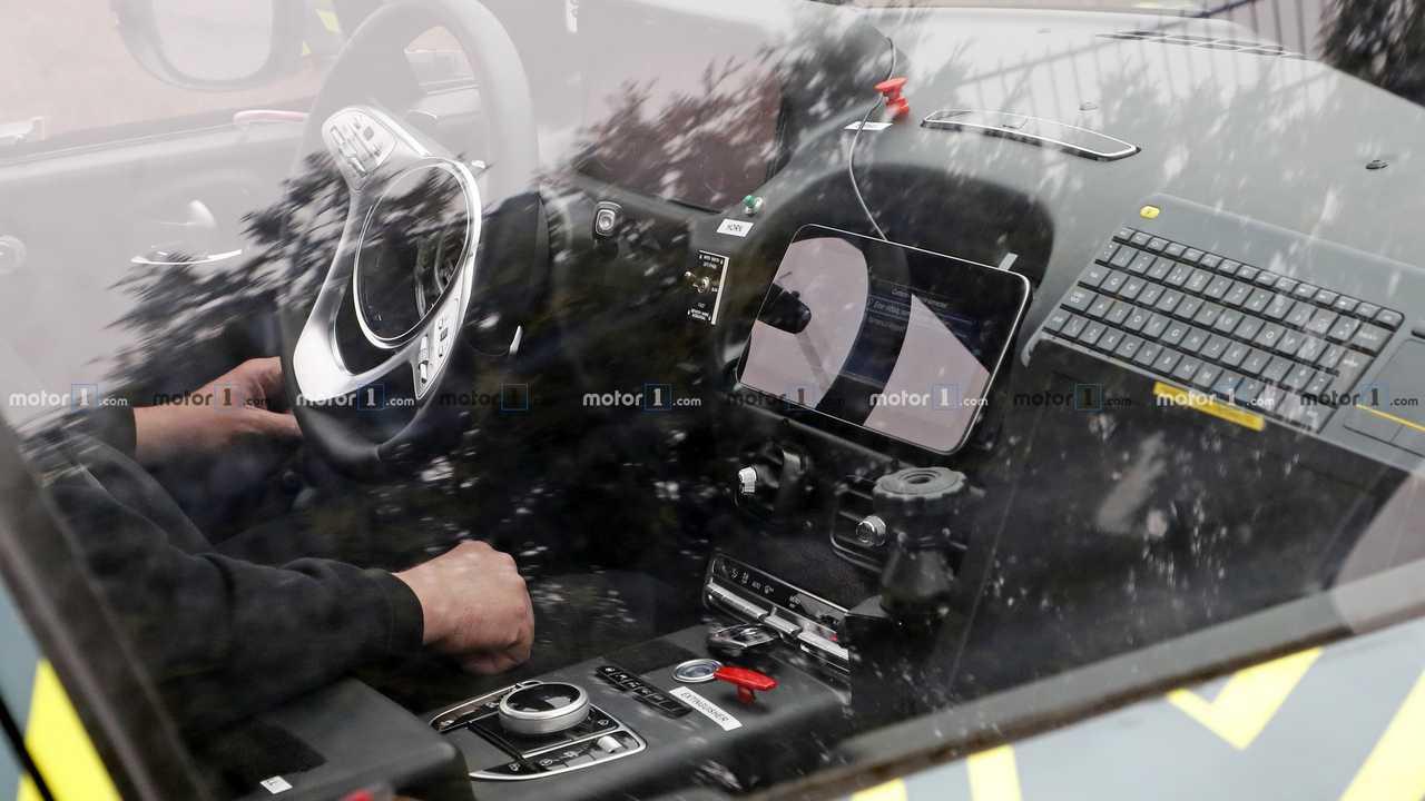 Aston Martin DBX casus fotoğraf