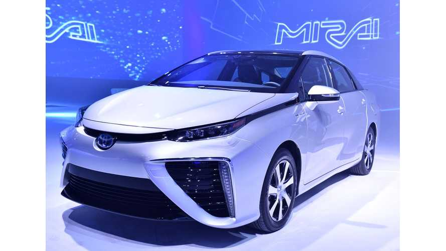 "Toyota Mirai Captures ""2015 Environmental Award"""