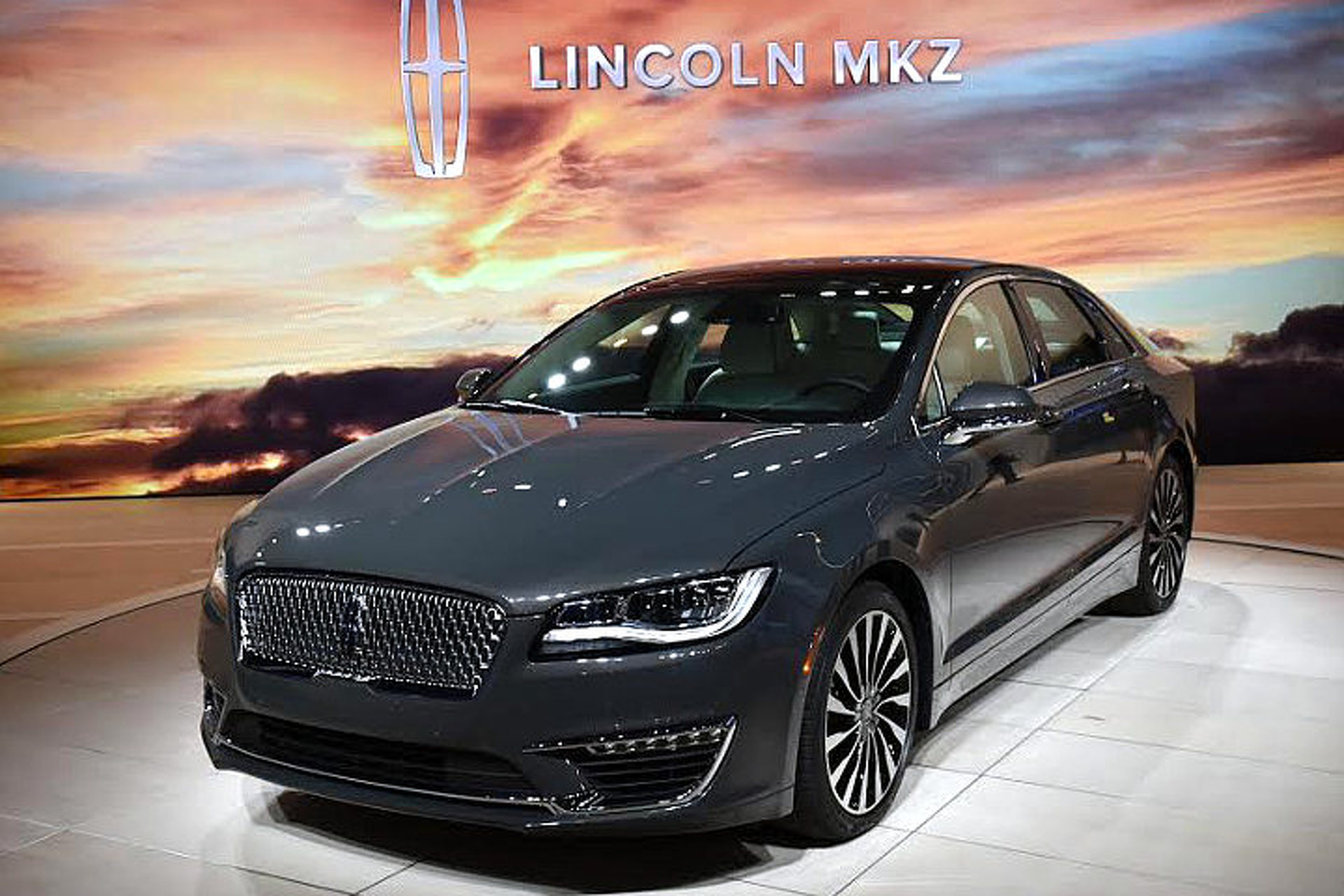 2017 Lincoln Mkz Shows Off New Look 400hp Turbo V6