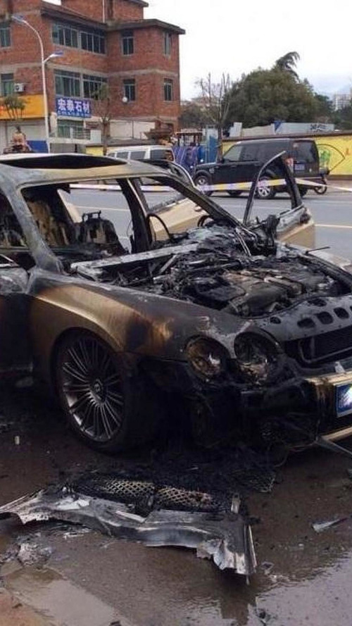 Bentley Continental Flying Spur burns in China