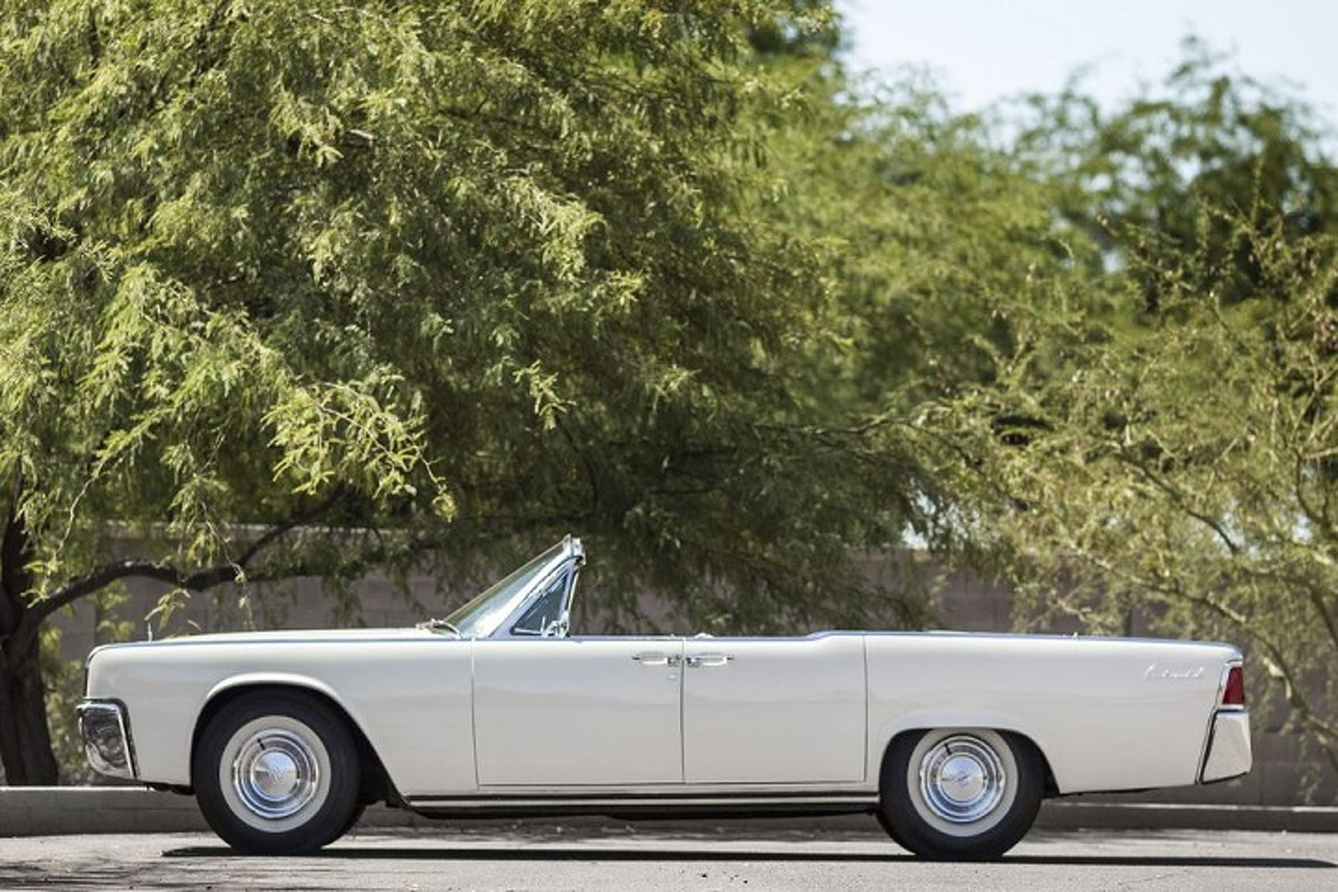 Jackie Kennedy S 1961 Lincoln Continental Convertible Heads To Auction