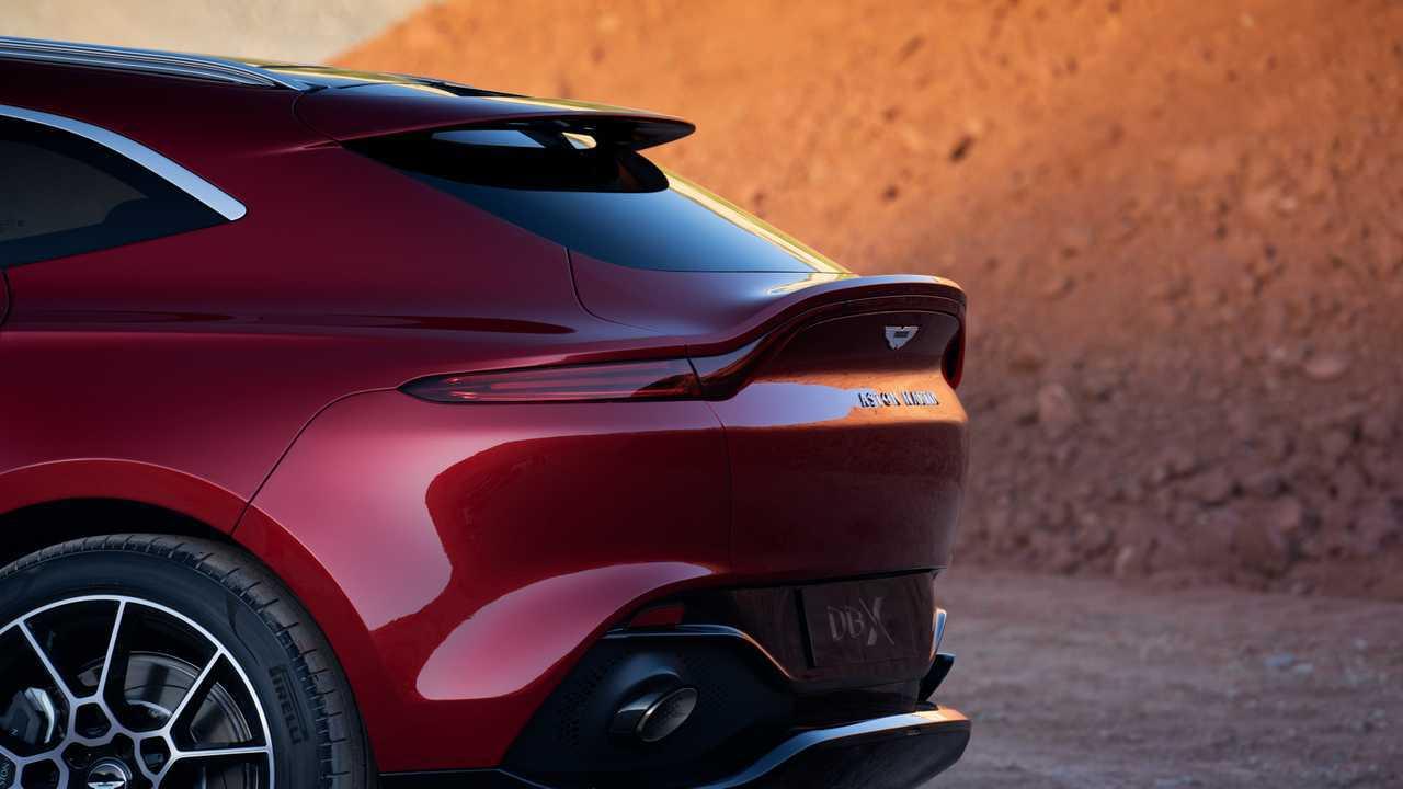 2021 Aston Martin Dbx Debuts With 542 Hp V8 192 986 Starting Price