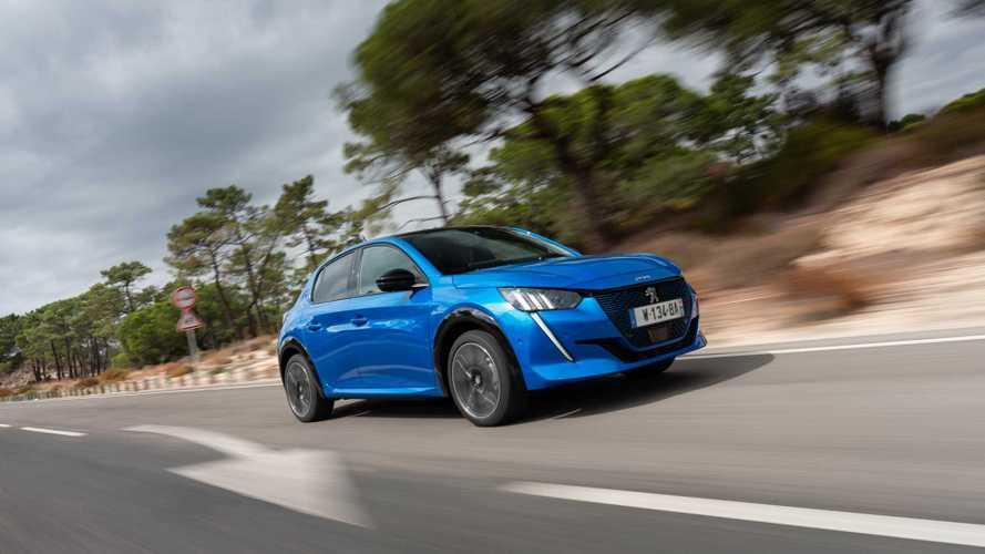 Sucesso de vendas, Peugeot e-208 pode ganhar versão mais barata