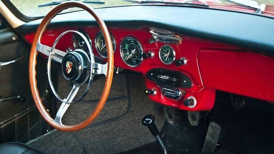 Porsche, l'evolution de la planche de bord depuis 50 ans