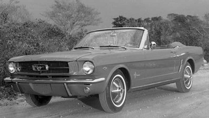 Mustang em 1964 e 2020: dois momentos do clássico Ford