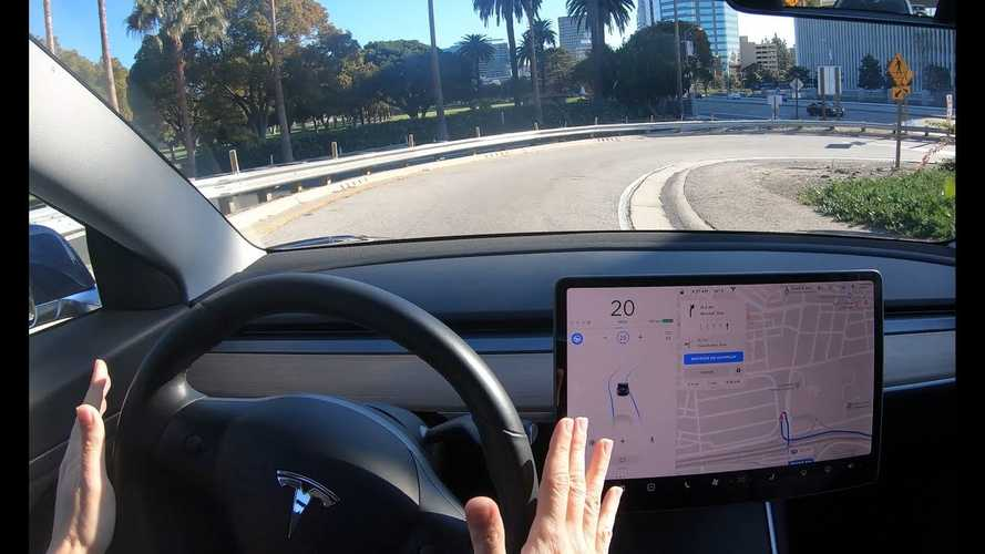 Tesla Navigate On Autopilot Receives Connected Car Innovation Award