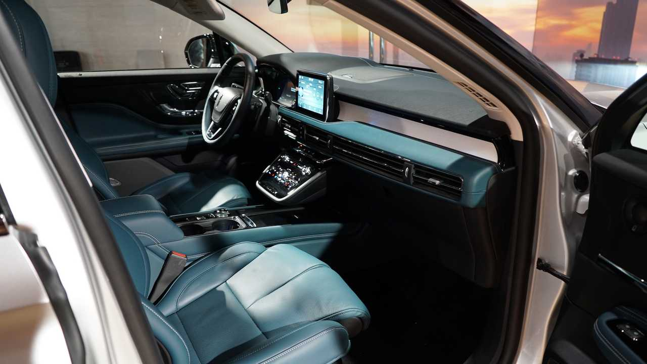 Новый Lincoln Corsair стал самым компактным кроссовером марки
