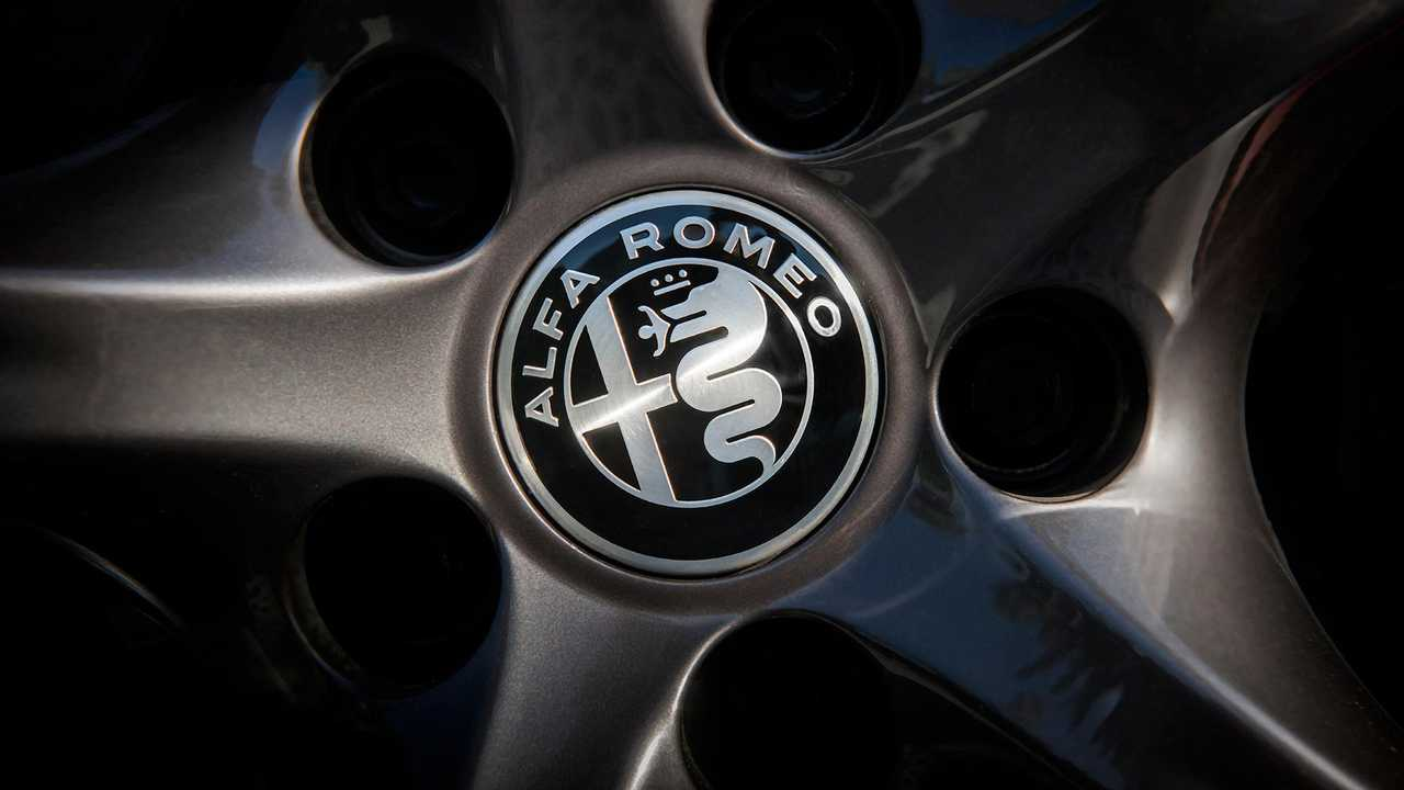 2019 Alfa Romeo Stelvio ve Giulia Quadrifoglio NRING Edition